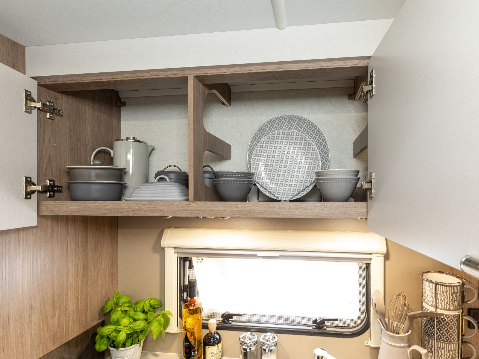 Overhead storage for plates and bowls'